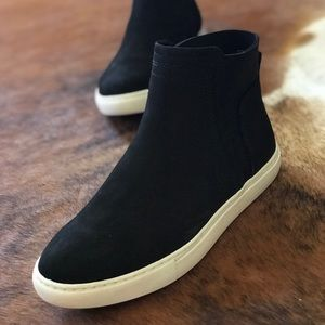 Kennth Cole Reaction Black Hi top Slip On sneakers